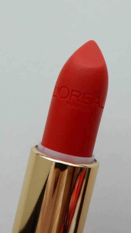 Review: L'Oreal Color Riche Collection Exclusive Pure RedDoutzen